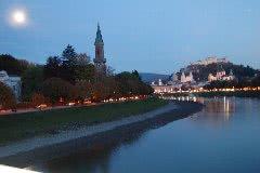 ザルツァッハ川から見える旧市街の街並み