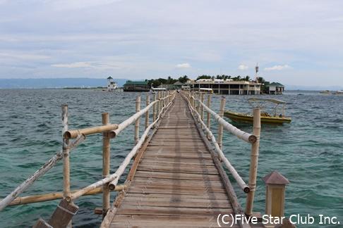 ナルスアン島 トレードマークの長い桟橋