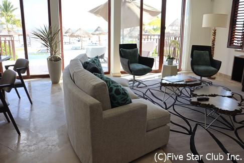 フェアモントの客室。こんな家に住めるのは夢のまた夢かもしれないが、ホテルで1泊なら・・・うん、まぁなんとかギリギリ叶えられる夢かな?