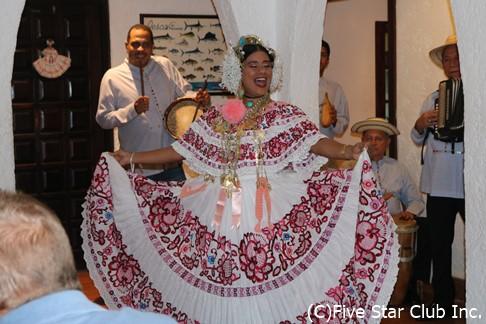 ラス・ティナハスのフォルクローレディナーショー(パナマシティ)