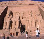 エジプト - 巨大遺跡と紺碧の空 –