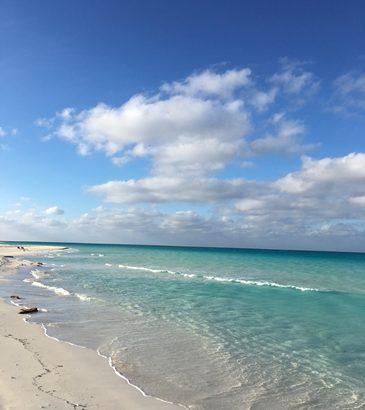 光と影、空と海、青と白、歌と踊り、ロブスターとエビ、たばこと葉巻、ビールとラム この世の喜びがいっぱい詰まったキューバへ行こう!