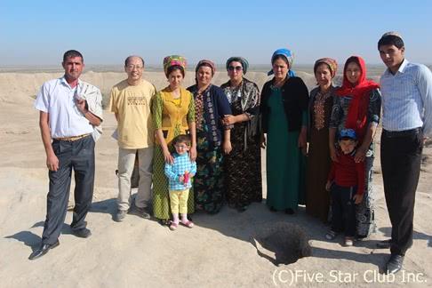 『トルクメニスタンにある神秘の絶景、地獄の門とヤンギ・カラを巡る』